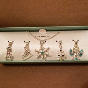 🎅 Interchangeable Silvertone Necklace Set 🎄